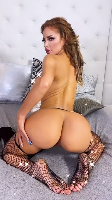 Hey daddy join me tonight at 9pm PST for my next live show... FREE of charge to all my members only.