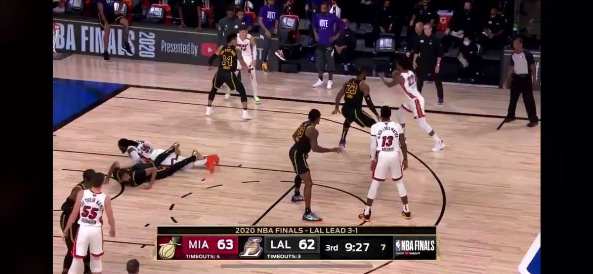 Anthony Davis blamed Andre Iguodala for re-aggravating his injury but had the nerve to do this lol @NBAOfficial https://t.co/EvYlXr1RNe