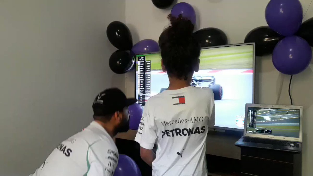 Cheering on from across the globe 🌎  These Brazilian fans got to celebrate a @LewisHamilton victory for a record-equalling 91st time 🤪   #EifelGP 🇩🇪 #F1   https://t.co/bc56HiaXE1