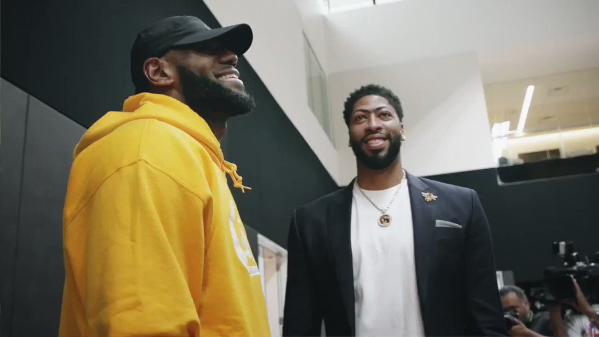Replying to @NikeLA: In a year unlike anything, this win means everything. #YouCantStopLA  @KingJames @AntDavis23 @Lakers