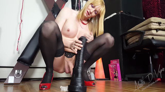 Well it's another #Anal Monday! This one is already #fucked & it's clearly going to be an #ExtremeAnal