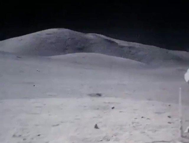 月面を宇宙飛行士が歩いてる様子を倍速にした映像が可愛いと話題に