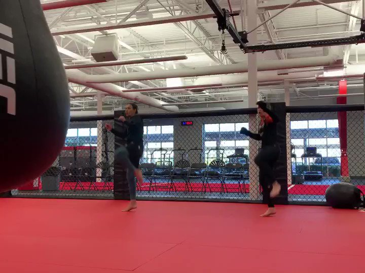 November 21st #UFC255 👊🏻 Two sisters fighting on the same UFC event ever ! 👊🏻👊🏻👊🏻 #TeamBullet #TeamLaPantera #TeamUFCSisters @ufc @UFCEspanol @UFCRussia https://t.co/U1OOgF18J2