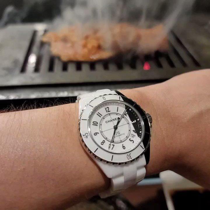 焼かなければ焼かないほど美味い焼き肉だというJ12パラドックス。Japanese BBQ and my brand Chanel J12 Paradoxe.  #Chanel #chanelwatches #chanelwatch #chanelj12 #chanelj12paradoxe #j12paradoxe #シャネル #シャネル時計 #シャネル腕時計 #シャネルj12 #シャネルj12パラドックス