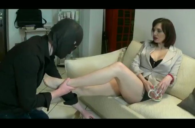 I sold another #clip! The strict CEO https://t.co/YAnF2vxKWY #FOOTFETISH via @Clips4Sale https://t.c