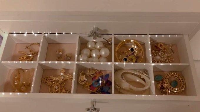 キラキラしたの大好き💕 なんか気分上がるよねみてるだけで^_^ また新しい明日3つ届くしHawaiian jewelryのリングも届くの待ち遠しい💕 昨日届いたジュエリーボックスだからまだ中身スカスカw