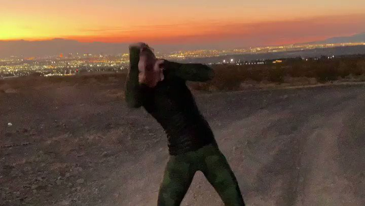 Shadow boxing with the view to the gorgeous Las Vegas ! 👊🏻 #UFC255  . Bullet active life style clothing powered by @WSISports 💪🏻 https://t.co/j9UuVe8eKW
