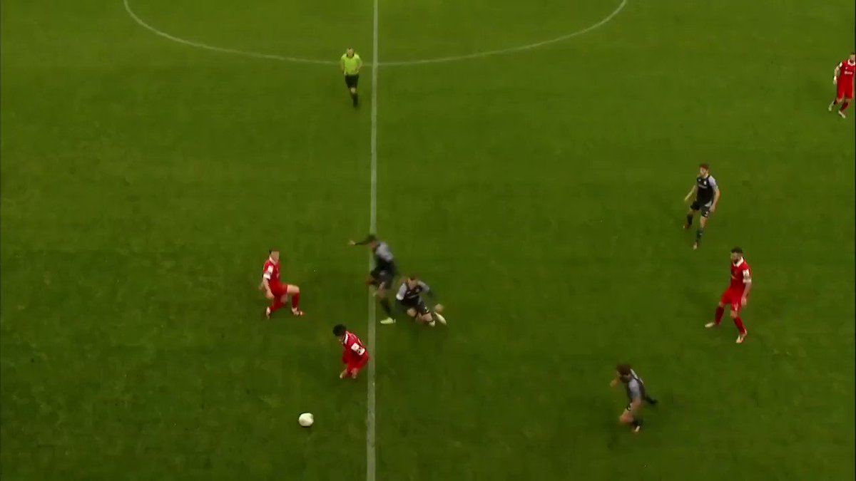 Gary Deegan finishes a sweeping move to give @shelsfc the lead against @sligorovers at Tolka Park #RTESoccer