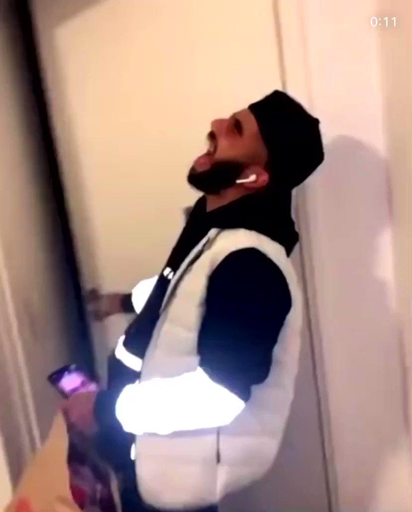 Why her door handle so long?? 🤣🤣