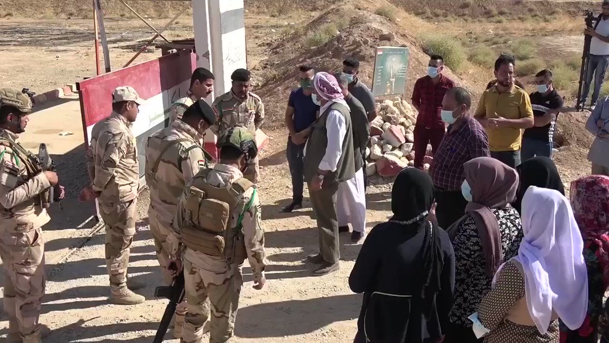 A number of civil society organizations in Shingal staged a protest today in front of an Iraqi army base, condemning the detention, and demanding release of two members of the YBŞ (Shingal Resistance Units), who were detained by an Iraqi army unit on 17 October after a quarrel.