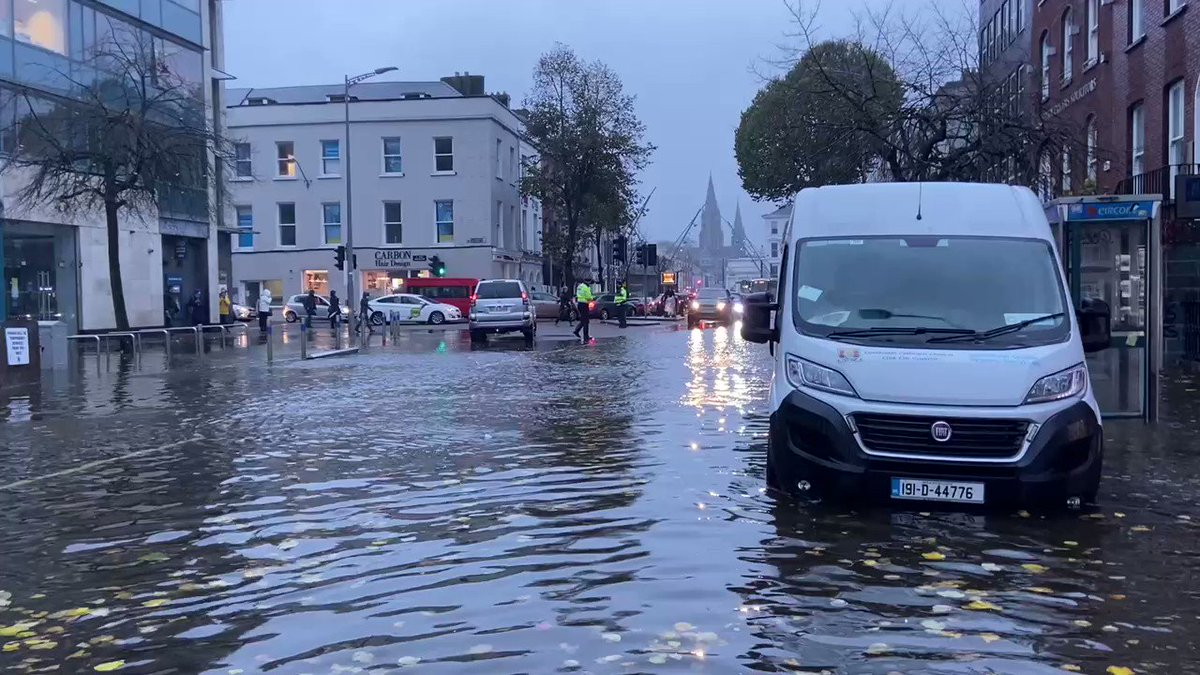 Via @PaschalSheehy @rtenews in Cork.  Past high tide; water levels rising; streets flooding now. #Cork  https://t.co/hAGlOCjz9y