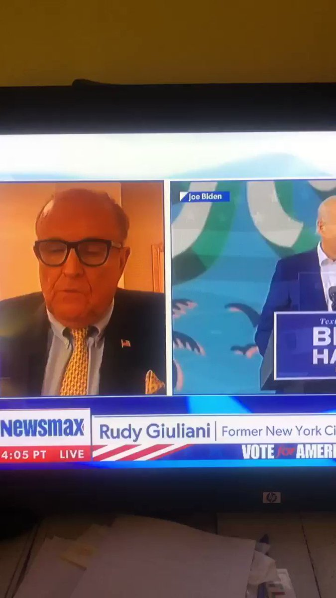 Image for the Tweet beginning: Rudy Giuliani reveals a text