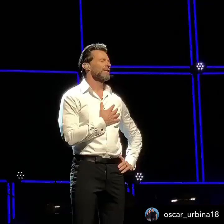 It's hard to believe, but #TMTMTS ended one year ago today with the final show in #MexicoCity. Hugh was visibly moved by the outpouring of love & appreciation from fans that night. ❤️💕❤️ #hughjackman #themanthemusictheshow #allgoodthingsmustcometoanend   📷: @oscar_urbina18 (IG)