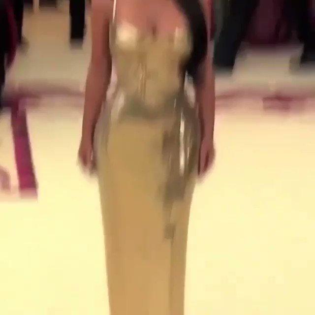 Happy Birthday Kim Kardashian! Queen K! I love you!
