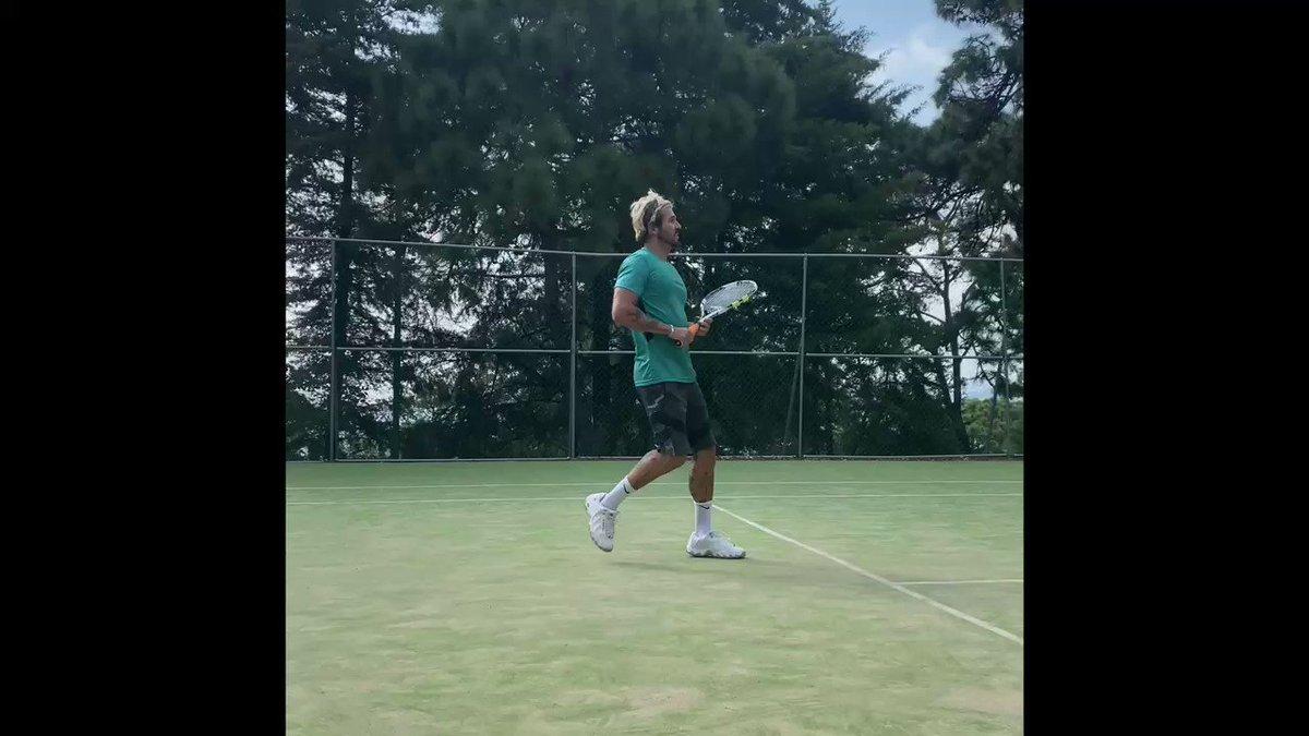 Cuanta falta me hacías querido tenis !!! 🎾 Que delicia volver a pisar una cancha 🔥 de mis deportes favoritos!!! A ustedes que onda? Les gusta!? 😎💥