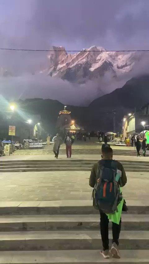 Kedarnath Temple!! Breathtakingly beautiful. #omnamahshivay https://t.co/sOv846zk9I