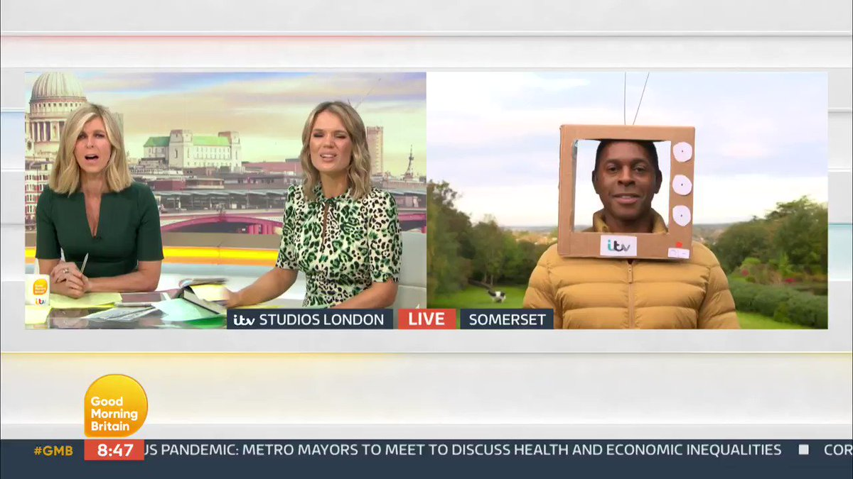 We think the prize for the best cardboard box creation has to go to @andipeters for this piece of art! 📦🤣