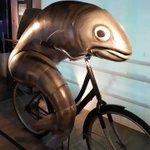 自転車を漕ぐ虚無の魚…アイルランドにあるギネスビール博物館にいるw