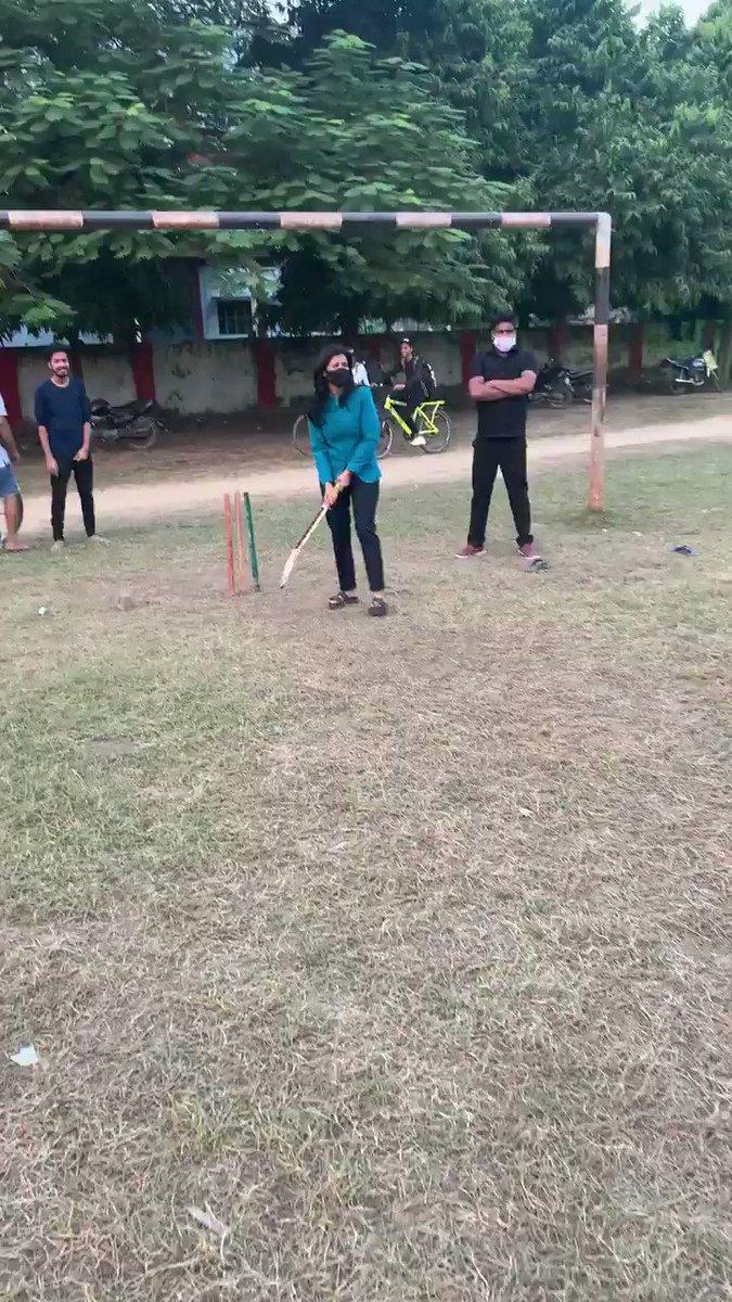 🏏तनी लईका सब संग आरा में क्रिकेट खेल तानी दूरे दूरे! #बिहार