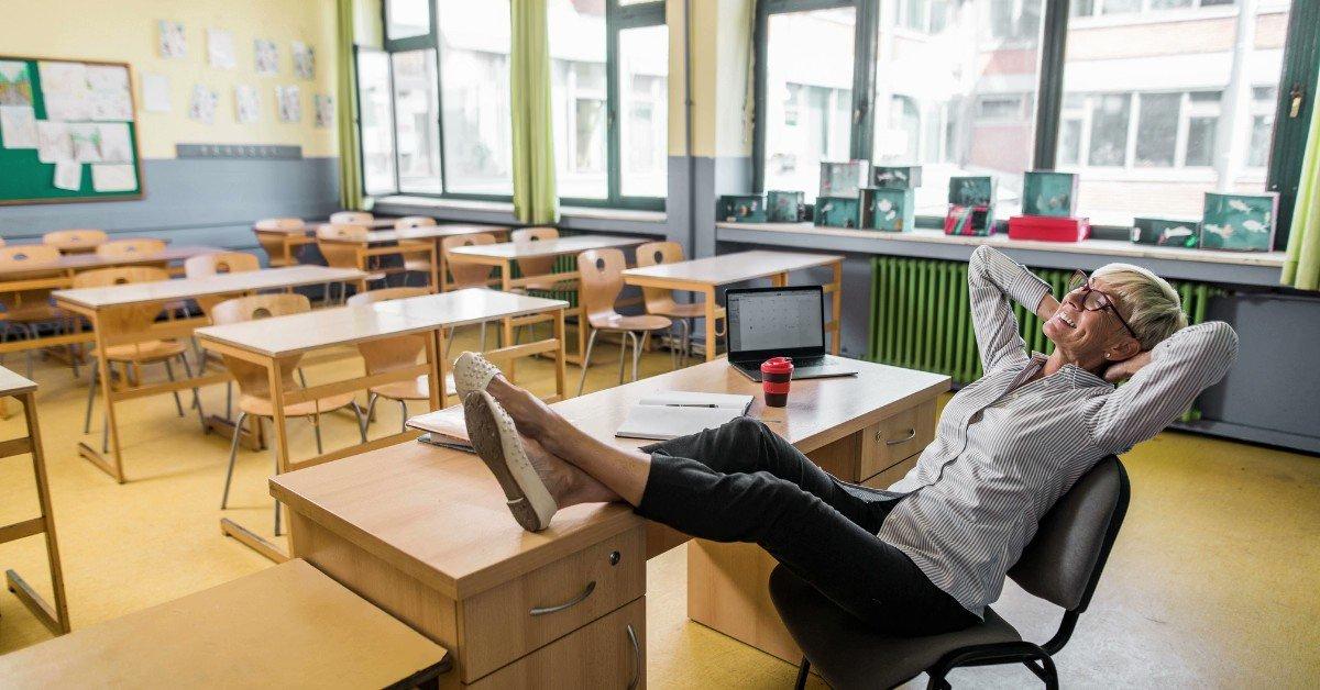 Image for the Tweet beginning: TEACHERS!! Enjoy the well-deserved mid-term