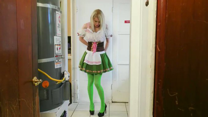 I sold another #clip! Big Tips Exposed! Barmaid Katie Monroe is Forced To Strip Naked - 4K WMV https://t