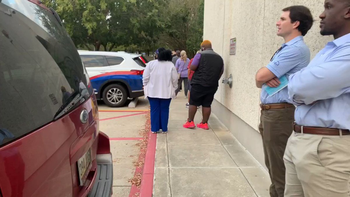 With 15 minutes until the polls open for the last day of early voting. Here is what the line looks like at the Louisiana State Archives beginning from the back. It started around 6 a.m. now it's wrapped around the building. Remember polls close at 7 p.m. #GeauxVote @WBRZ