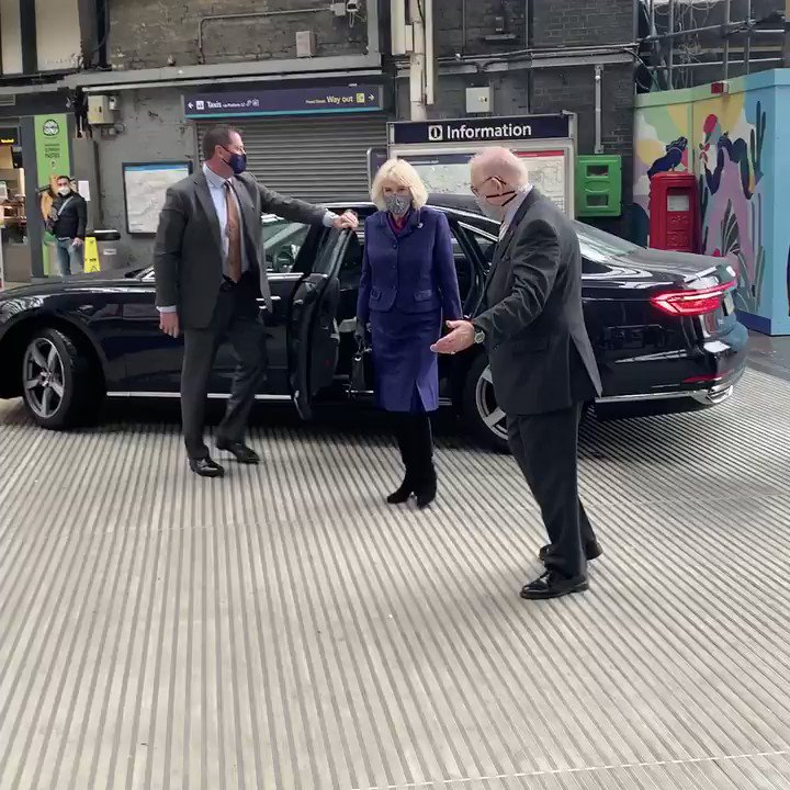 🚂 The Duchess of Cornwall arrives at Paddington Station today to thank British Transport Police and Network Rail staff for the work they do to keep us on the move safely. @BTP @networkrail