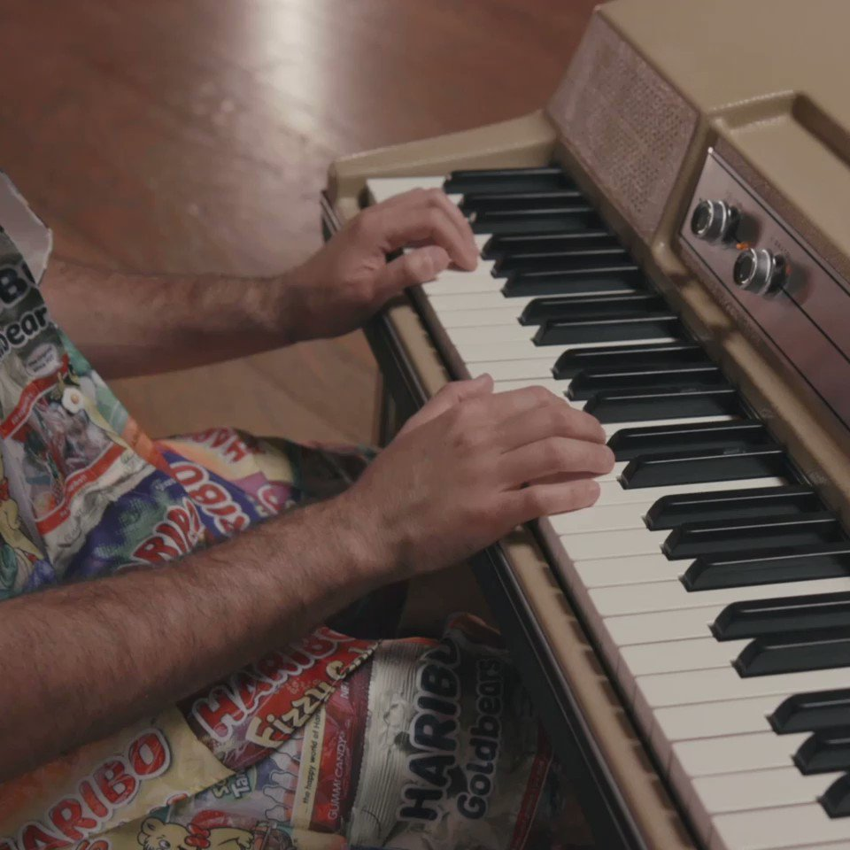 Lonely acoustic @ItsBennyBlanco smarturl.it/LonelyAcoustic…