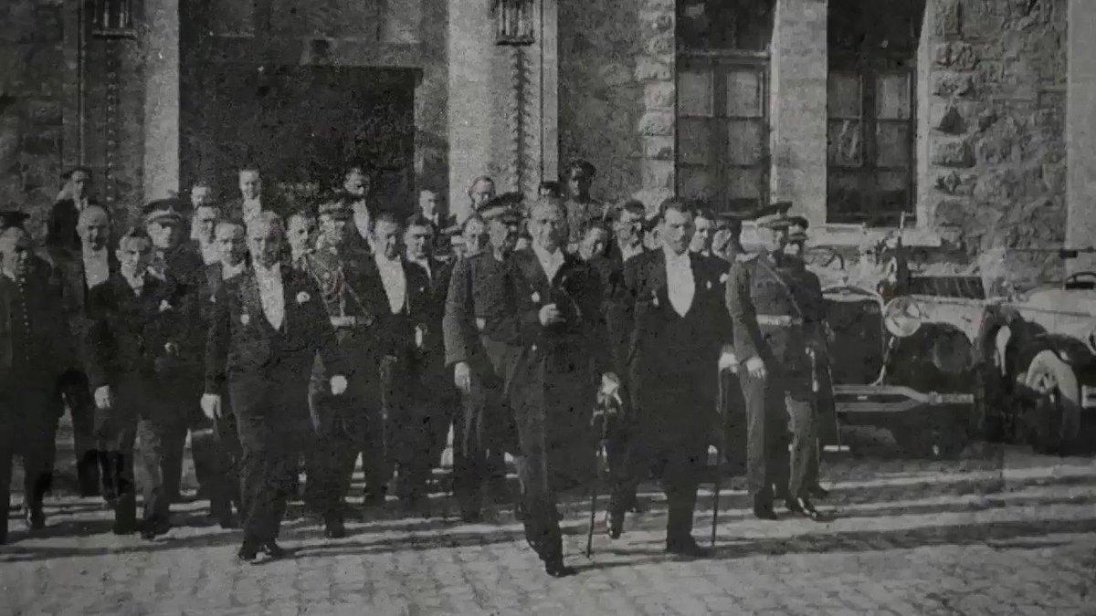 O saatlerden bugüne tam 97 yıl geçti. Cumhuriyet coşkumuz, ilelebet sürecek! Cumhuriyet Bayramımız kutlu olsun.  #29EkimCumhuriyetBayramı #saatvesaat https://t.co/0EANdqrKrJ