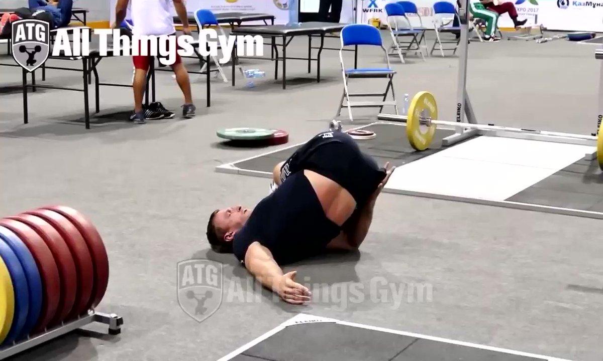 クロコフのトレーニング前のストレッチ。この筋肉量でこれだけの柔軟性と可動域!#ウエイトリフティング