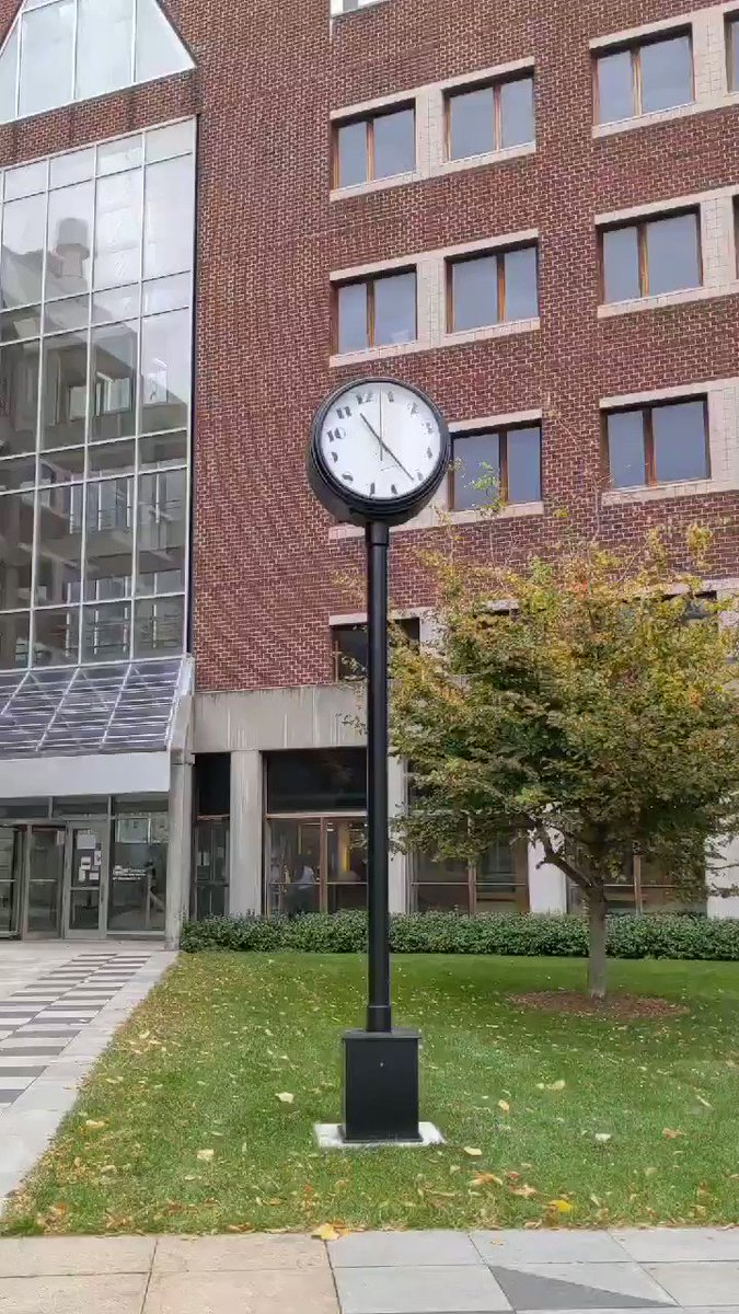 MITの秒針ではなく時計(自体)が回る時計!