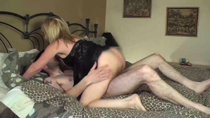Sold my vid! 53 year old Blonde Fucks a 21 year old https://t.co/BFK0Sxc8X8 #MVSales https://t.co/Nl