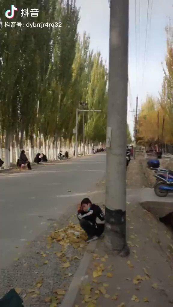 #ウイグルウイグルで各家庭から一人ずつ、カシュガル(kashgar )の路上に10日間滞在し、中国共産党幹部の訪問を待たないといけないウイグル人達です。これも中国共産党は全てのウイグル人を服従させるためにわざとやっていることなんです。中国共産党、ウイグルから出て行け
