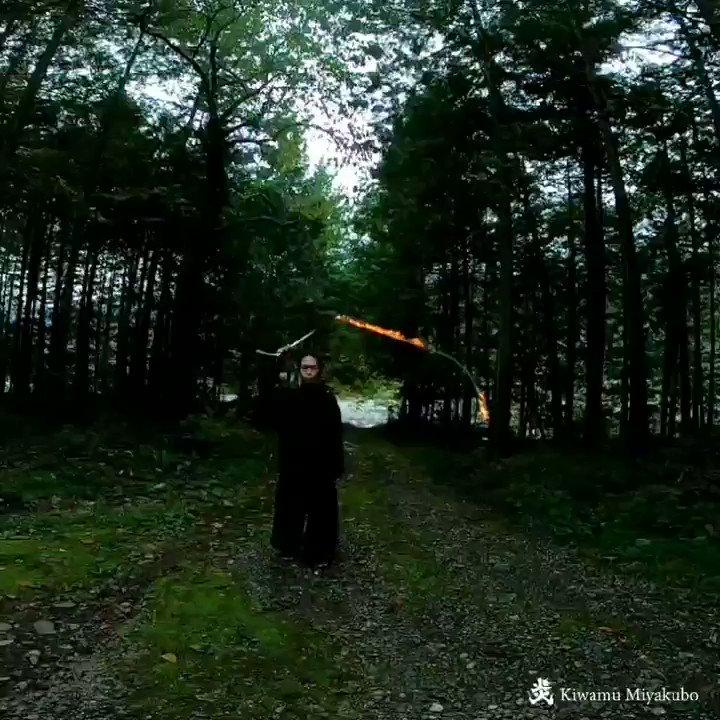 こちら炎の鞭です。2つの音が同時に鳴るので不思議です🔥数年前に羊飼いから教わったのですが、、使う機会はありません。