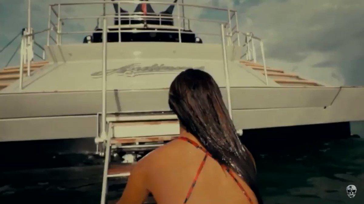 @ReggaetonAPA's photo on Bad Bunny