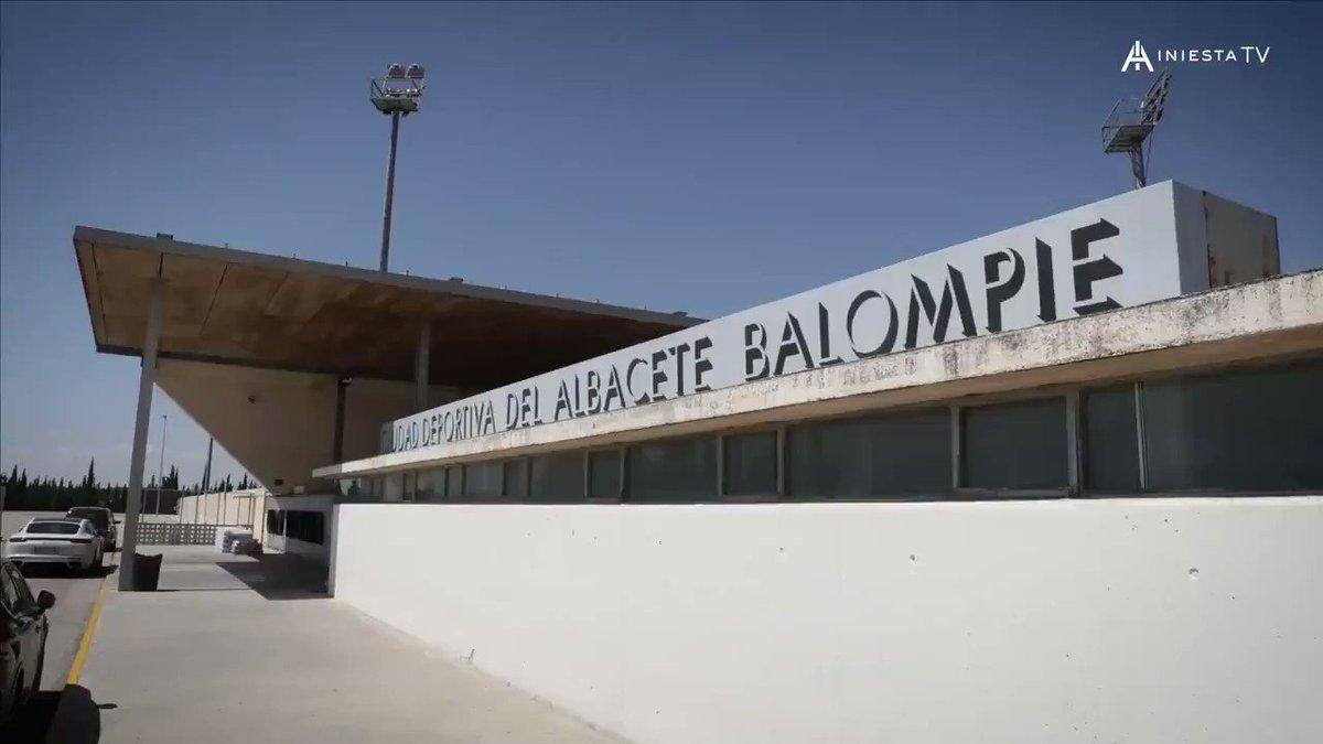 🎥 Nuevo vídeo en #IniestaTV @RakutenSports   👦⚽ Así fueron los primeros pasos de @andresiniesta8 como futbolista en el @AlbaceteBPSAD. Los entrenadores que le seleccionaron, nos cuentan como era el pequeño Andrés  ▶️ Una producción de Sports&Life ▶️
