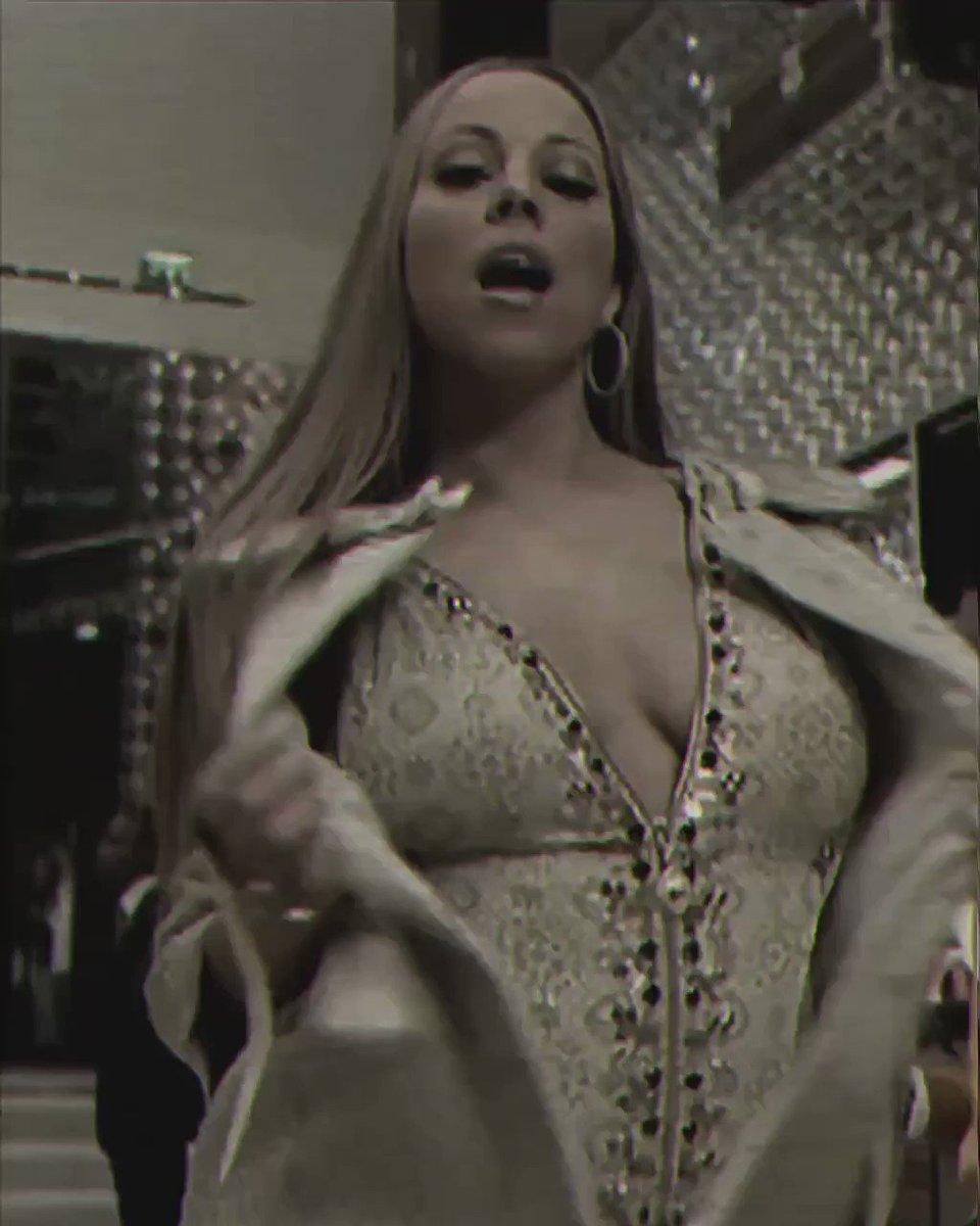 @chuuzus @MariahCareyITA #OhSanta