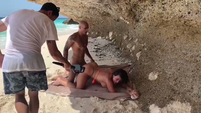"""https://t.co/wNwXCNT5Hz for ALL the BTS from my """"Sex on The Beach"""" scene w/ @iamaubreyblack & MORE!!"""