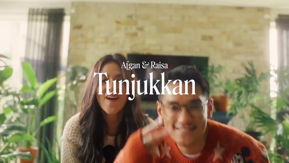 Yaaayyy 'Tunjukkan' MV udah premiering di Youtube @TrinityOptimaP guyss✨ @afgansyah_reza#AfganRaisaTunjukkan