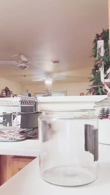 This is toooo dang cute that I had to post!! Made my own snow globe Christmas jars, EEEEEEEK❄☃️ Just