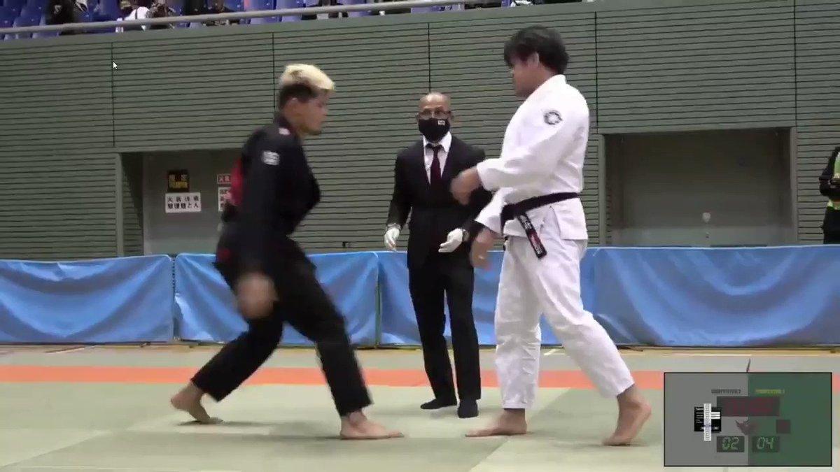 柔術ではよくあるけど、ここまでは久々に見た。 リアルキングクリムゾン。  #ブラジリアン柔術 #jiujitsu #BJJ  #PassOut