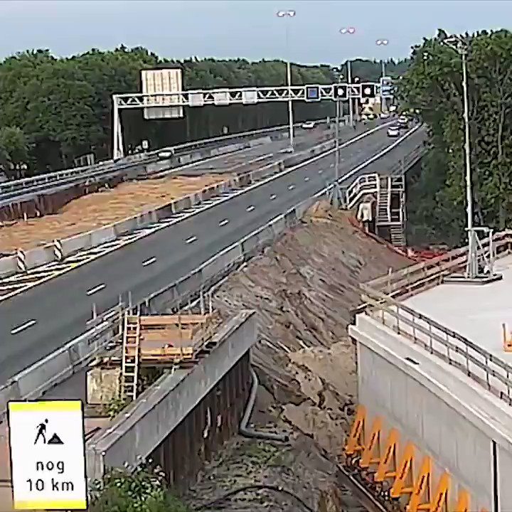 How we build here in The Netherlands a tunnel under a highway in one weekend.  🎥 @Rijkswaterstaat