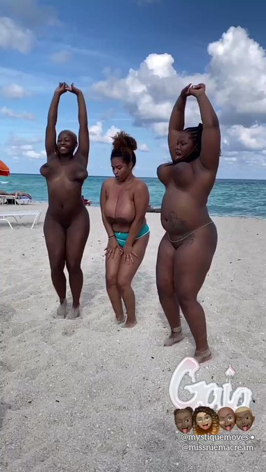 If you build it, they will cum. 🙌🏽  @mystiquemoves & @missniemacream for #BlackpornMatters/@blkpornmatters
