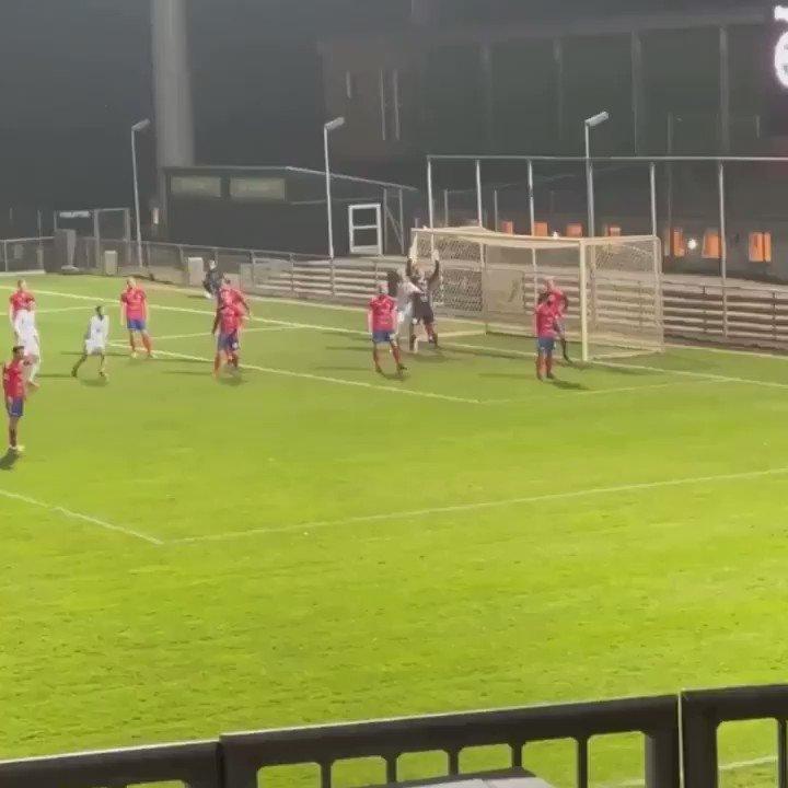 Replying to @LyngbyBoldklub: Årets mål er lige blevet scoret 🔥  @NKGeertsen 🔥🔥  #SammenForPuskas