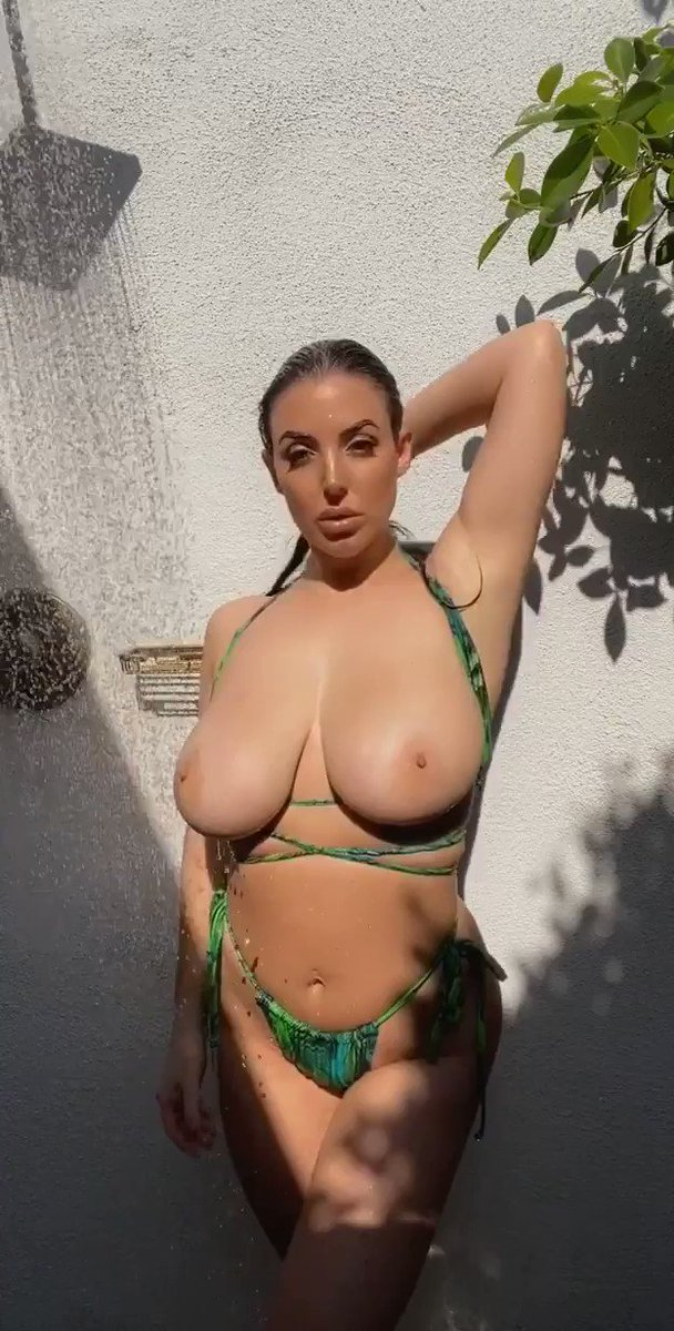 The only thing missing is you 💕🌴☀️💦 onlyfans.com/angelawhite