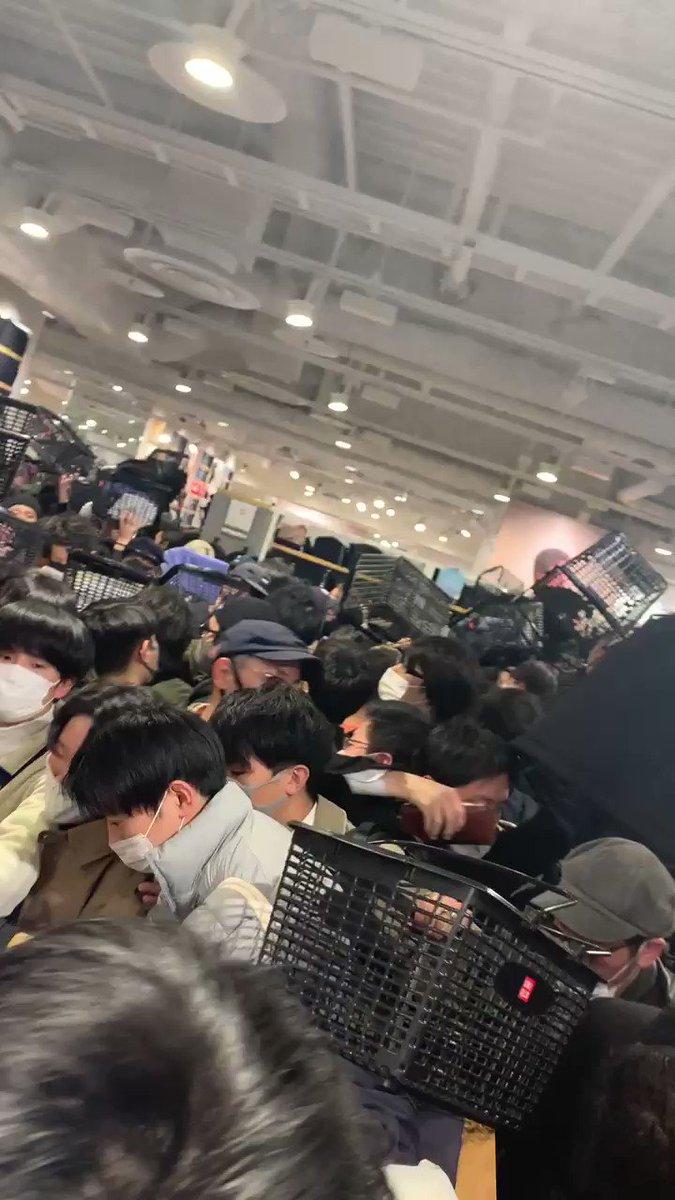 名古屋崩壊してて草 #UNIQLO