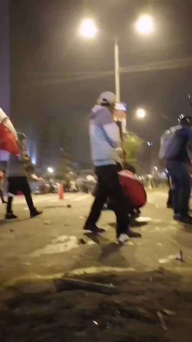 Policía Asesino 📢📢📢 🇵🇪 🇵🇪 🇵🇪 Perú te aplaudía todas las noches que empezó esta pandemia. Te dimos comida, abrigo y así nos pagas?? Asesinando al pueblo que está harta de la corrupción #PeruLivesMatter #PeruEstaEnNuestrasManos