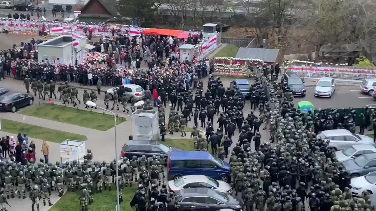 ❗️❗️❗️People are surrounded and one by one are forcibly pulled from the human chained to paddy wagons, starting with the weakest people - elderly, children and women. #Belarus