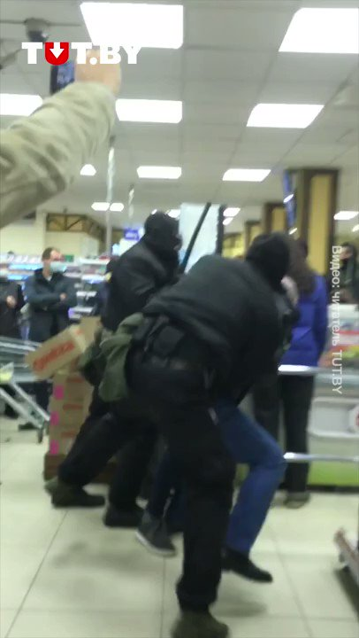❗️❗️❗️#WARNING Riot police has stormed a grocery store and is brutally beating up and detaining customers. The lawlessness of this regime is unprecedented. please share for the world to know. #Minsk #Belarus