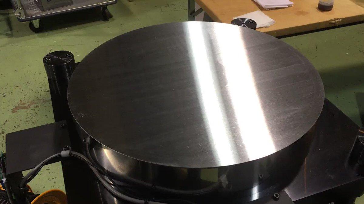 新潟県小千谷の加工精度をPRするために作ったもの。私がアイデアを出して小千谷の数社が共同で作ったものです。 巨大な金属の円盤にしか見えませんが、再生すると…